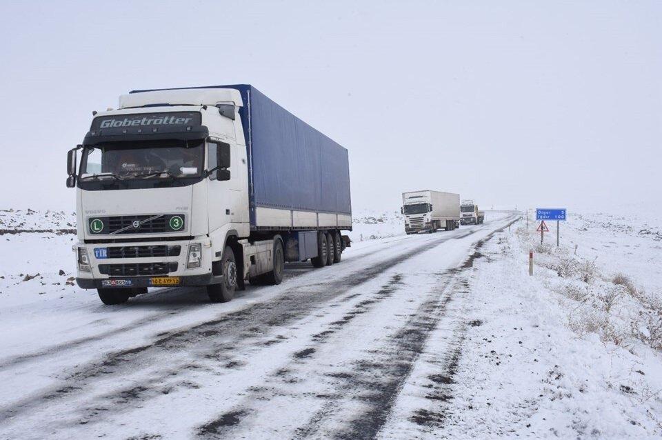 Kar yağışı sadece okulların tatil edilmesine neden olmadı. Sürücüler de hava şartlarından olumsuz etkilendi.