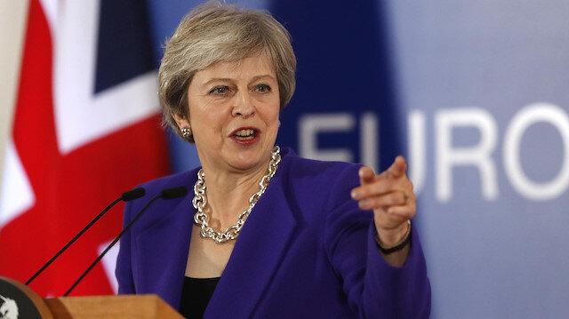 İngiltere'de 'Brexit' krizi: May güvenoyu aldı