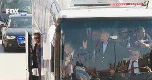 Kılıçdaroğlu'ndan Ülkücülere Bozkurt selamı