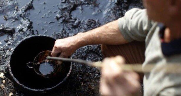 Bahçesinden petrol çıktı