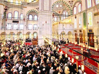 Fatih Camii'nde Kandil coşkusu