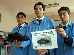 Mehmetçiğe ısıtan ayakkabı yaptılar