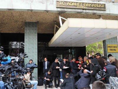 Hakim ve savcılar kararnamesi yayınlandı
