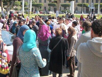 Tahrir'de devrim  şişeden çıktı bir kere