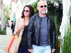 54'lük Bruce Willis'e 30 yaşında eş