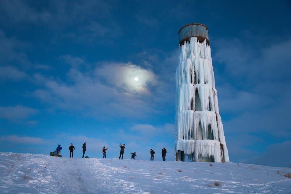 Van'da su deposu soğuktan buz kulesine döndü
