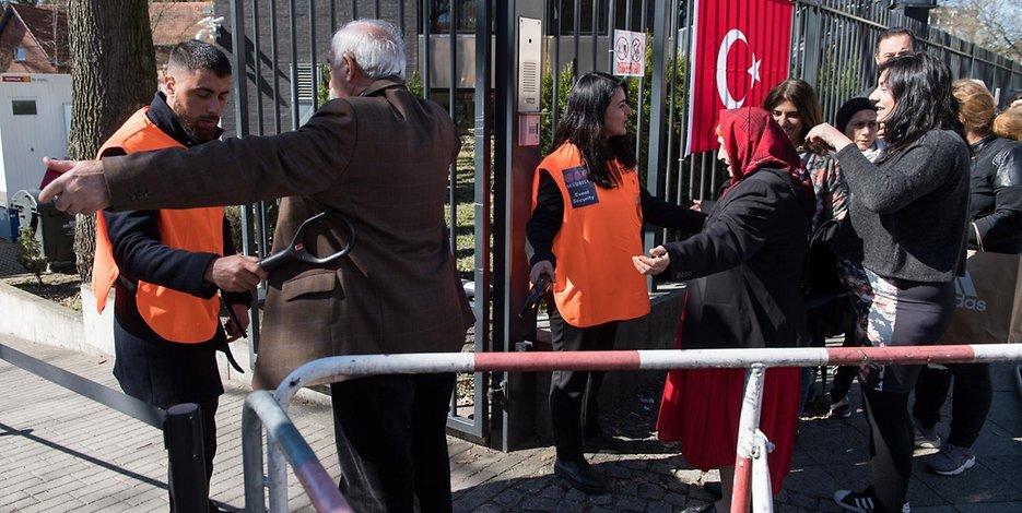 Yurtdışında yaşayan Türkler demokrasiye sahip çıktı