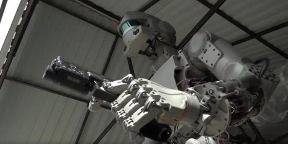 Rusların terminatör robotu FEDOR: Askeri yetenekleri görenleri şaşkına çeviriyor