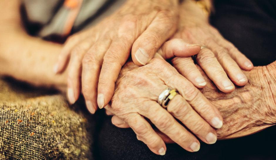 78 yaşındaki adam nikah masasında verdiği sözü yıllardır bu şekilde tutuyor