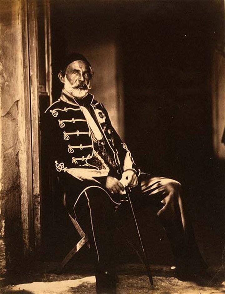 Özellikle Osmanlı ordusunun başında bulunan Ömer Lütfi Paşa ve İsmail Paşa'nın da fotoğrafları çekilmişti. Yani dünyanın ilk savaş fotoğrafları arasında Türk paşaları da var.