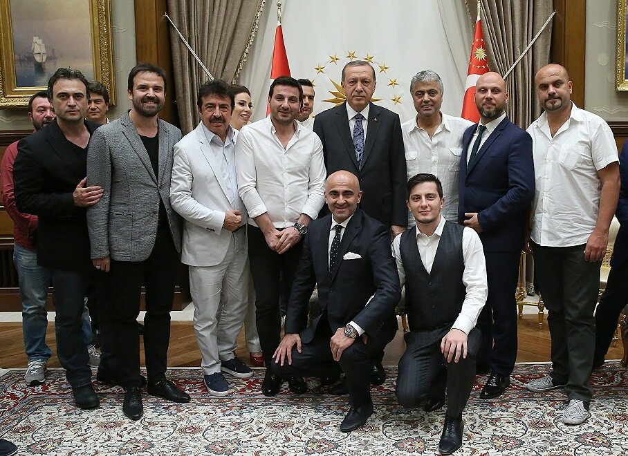 The celebrities had photos taken with the president.