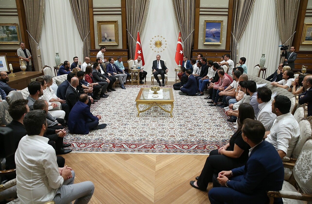 On July 28, President Recep Tayyip Erdoğan hosted celebrities, actors, radio presenters and athletes who came together with the public in front of the Millet Mosque in Beştepe.