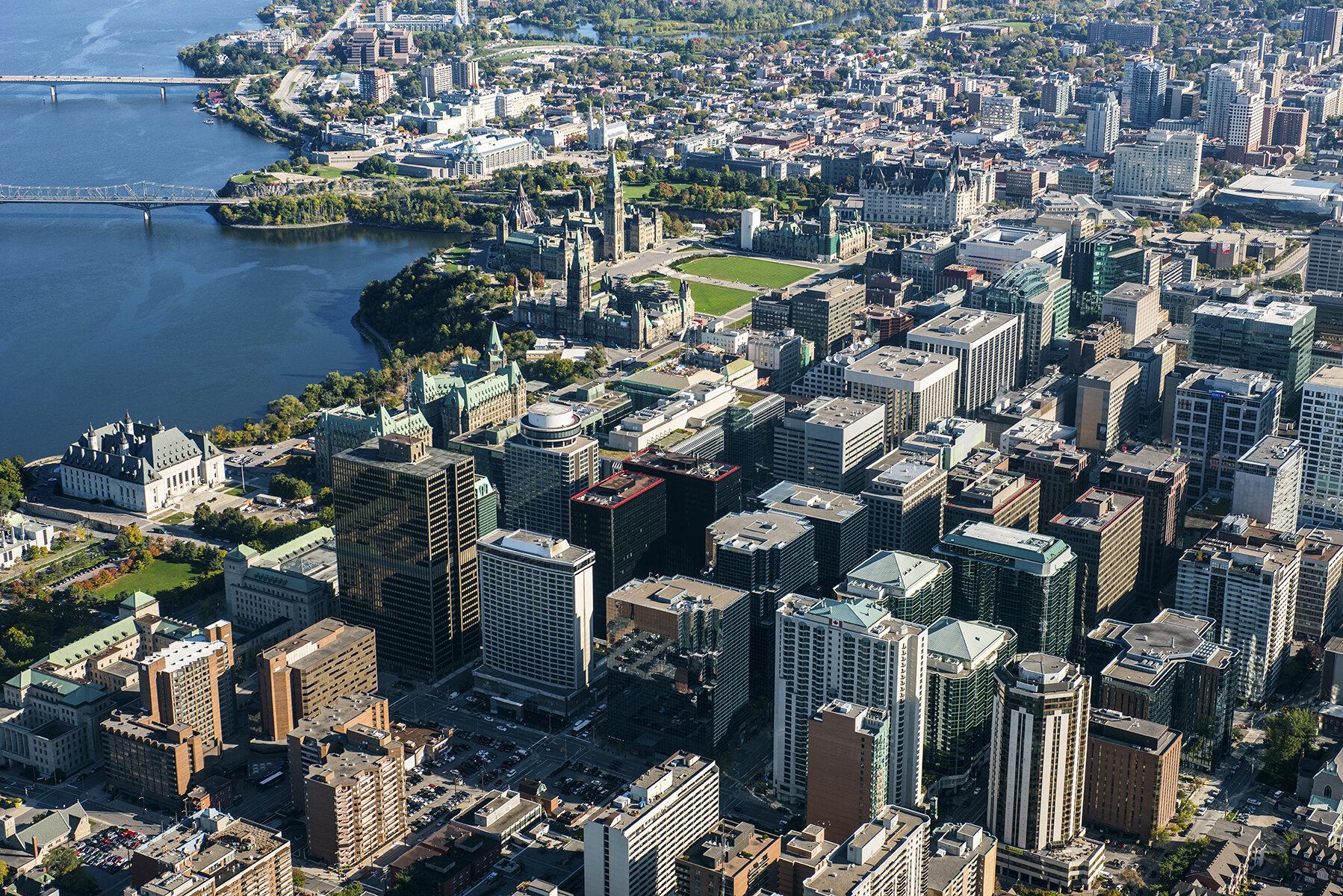 Kuzey Amerika'nın en büyük 2.ülkesi Kanada'da ise 100 den fazla FETÖ okulu mevcut.