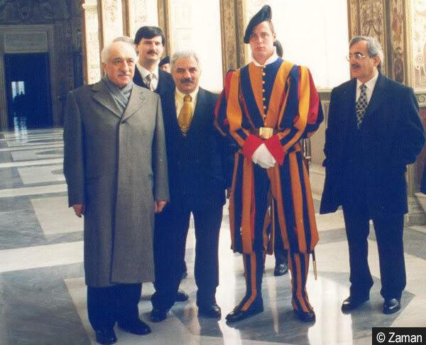 Vatikan ziyareti esnasında Gülen için havaalanında üst düzey bir karşılama yapıldı.