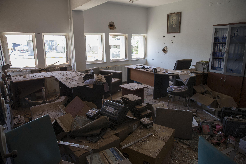 Gölbaşı Özel Harekat Daire Başkanlığı'nda meydana gelen hasar gün ışığıyla beraber ortaya çıktı.
