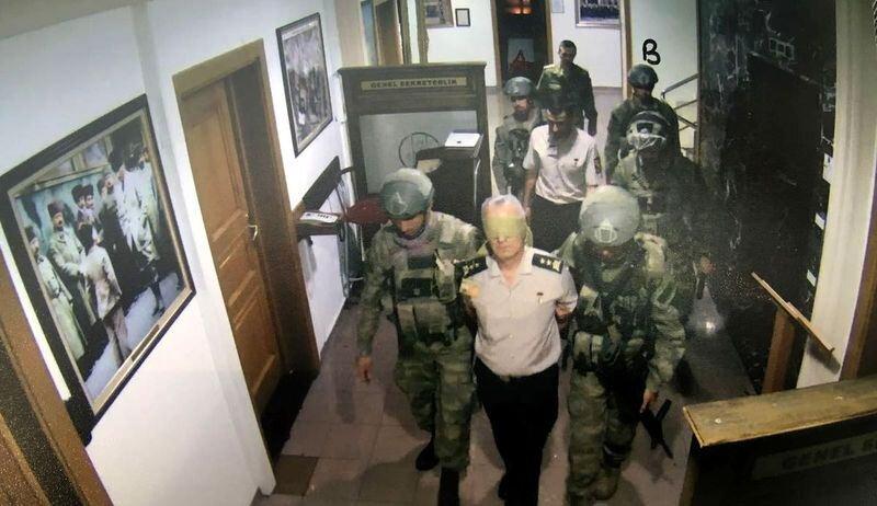 Genelkurmay Başkanlığındaki güvenlik kamerası kayıtlarına generallerin derdest edilmesi böyle yansıdı.