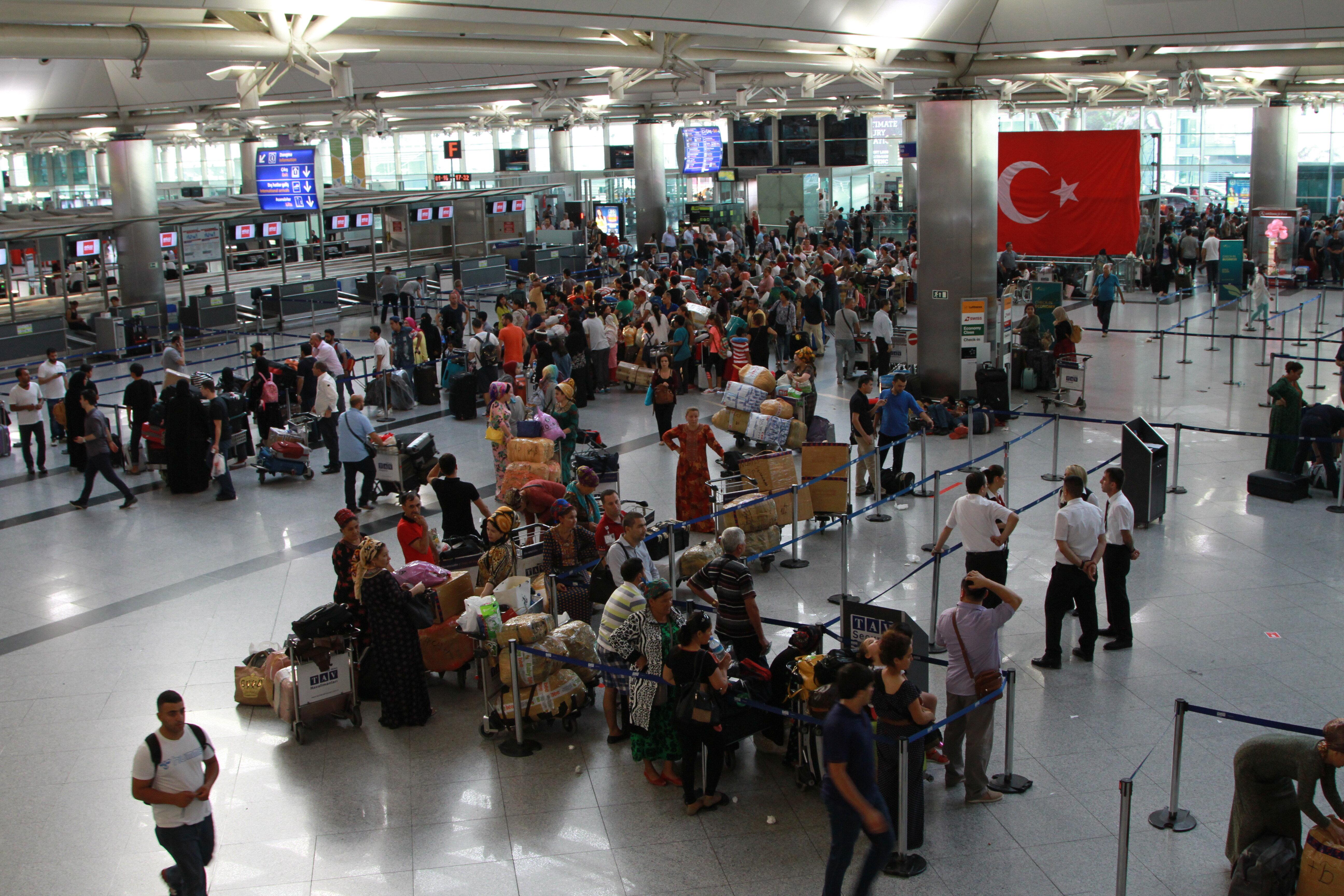-Türk Hava Yolları (THY), Fetullahçı Terör Örgütü'nün (FETÖ) darbe girişimi nedeniyle yaşananlardan dolayı toplamda 925 seferini iptal etti.