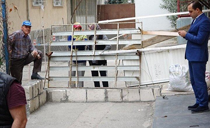 Yıldırım ilçesinde iki komşunun anlaşmazlığı yüzünden, tapulu yeri olduğu gerekçesiyle Ersin Akgün tarafından kapatıldı. Çıkmaz olan sokakta evleri olan vatandaşlar girip çıkmakta zorluk çekmeye başladı.