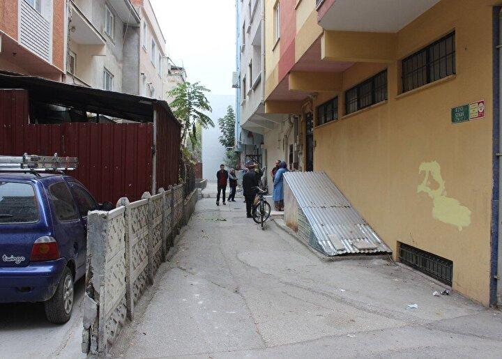 Sokağı tapulu malı olduğu gerekçesiyle kapatan Ersin Akgün, Yolu biz kapattık, komşularla anlaşamadığımız için yolu kapattık. Orta yolu bulup yolu açtık şeklinde konuştu.