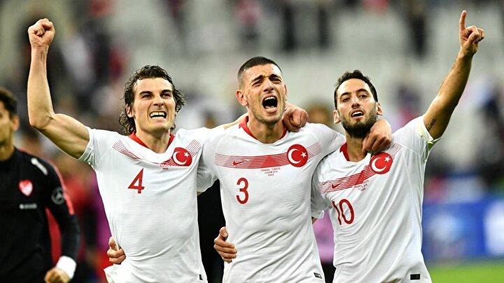 Haberde, 2. kaleci gibi davranan Demiral, bitime 9 dakika kala yaptığı müthiş bir kurtarışla Türkiyeye Euro 2020 bileti getirdi ifadelerine yer verildi.