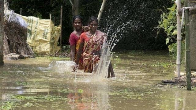 Flash floods, landslides kill 14 in India's Kerala state