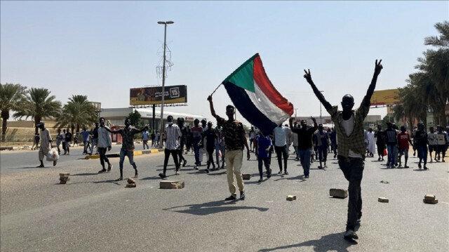 Sudan to open Khartoum airport to flights Wednesday