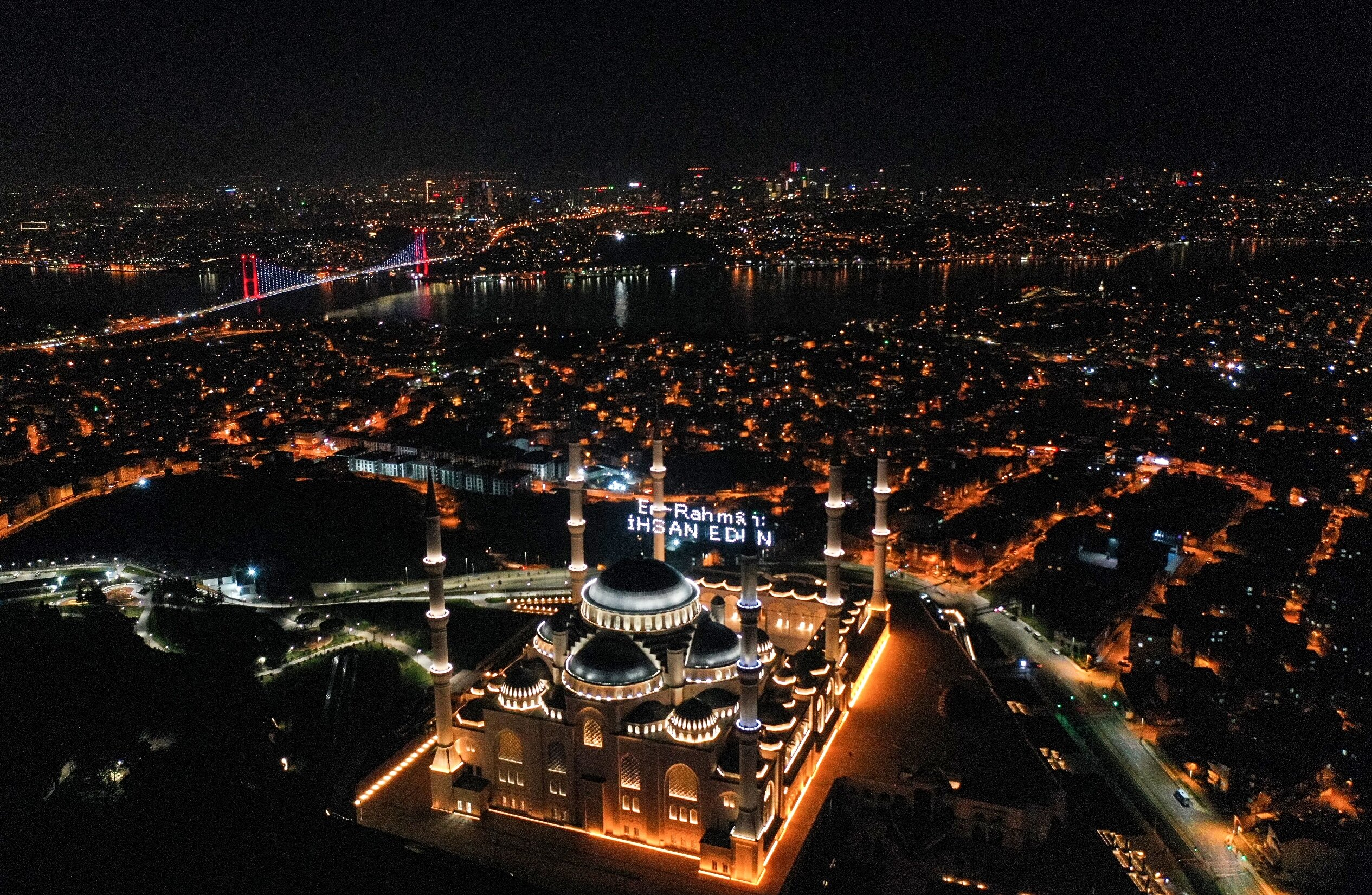Istanbul's illuminated Çamlıca Mosque welcomes holy month of Ramadan