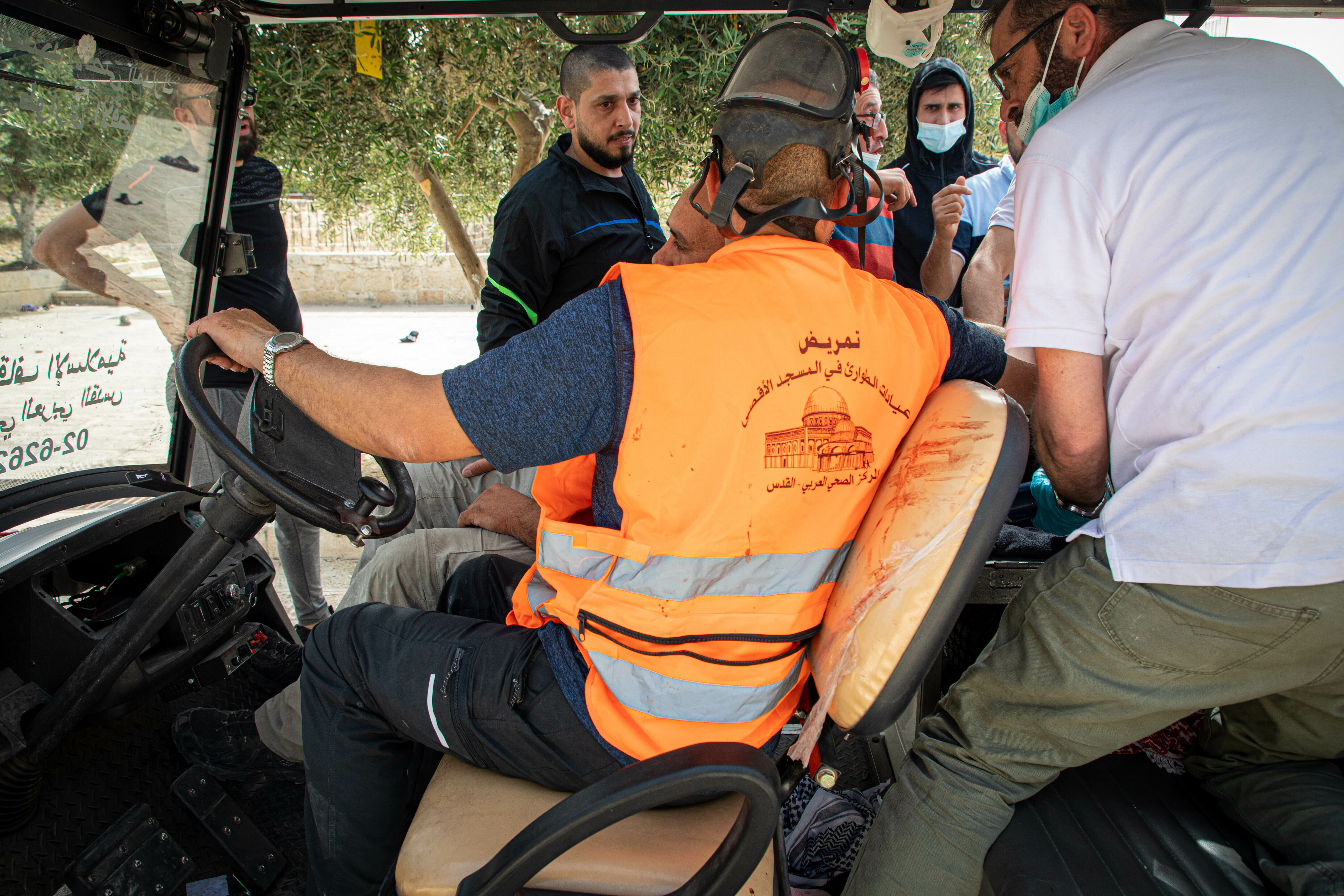 Israeli police fire tear gas, rubber bullets at Palestinians guarding Al-Aqsa Mosque against extremist Jews