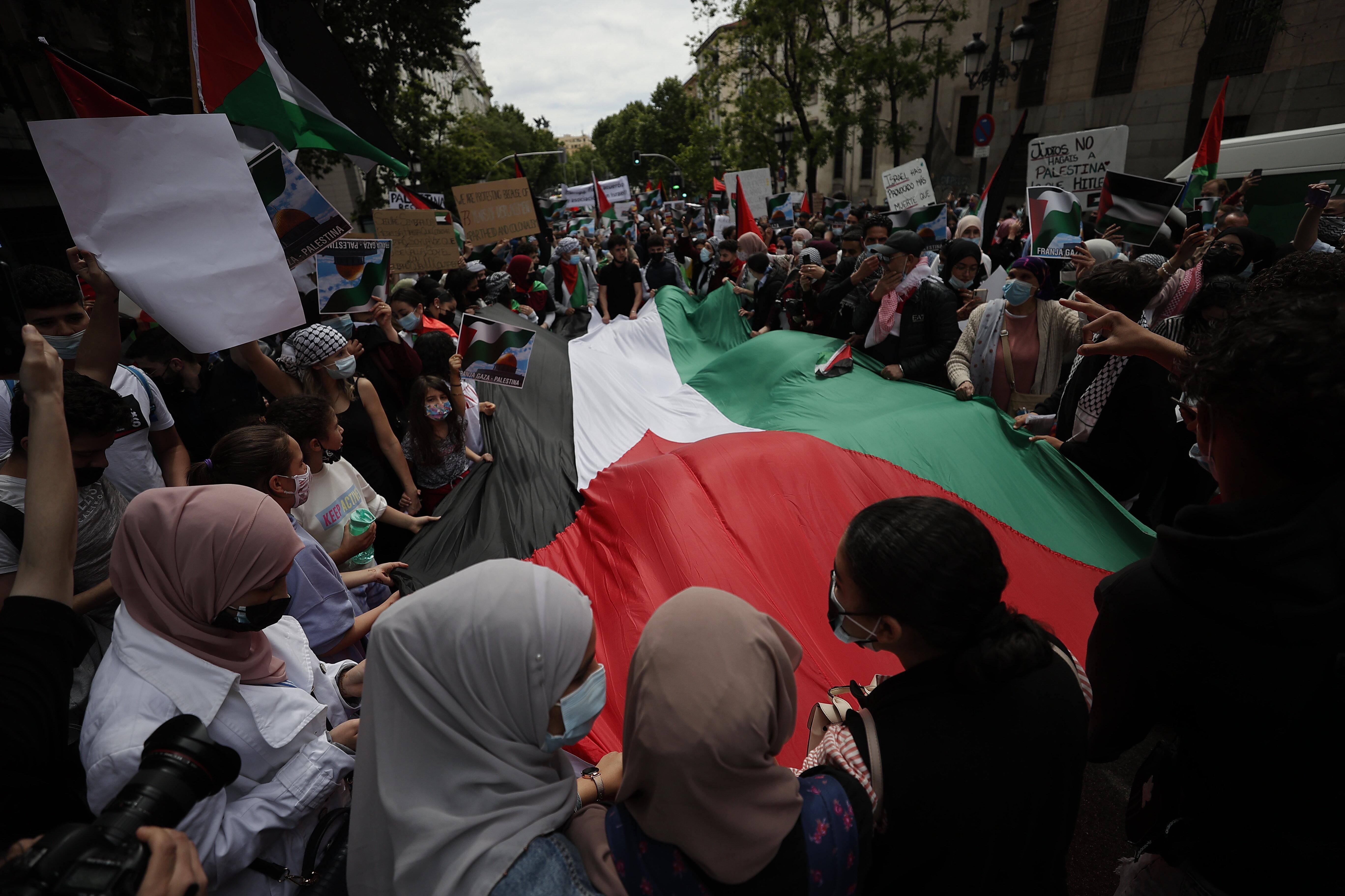 Madrid protests Israeli horrors on Al-Aqsa, Gaza Strip