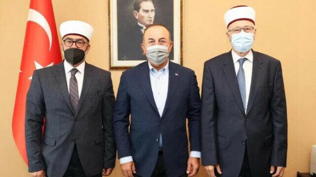 Turkey's foreign minister meets Muslim Turkish minority in Greece