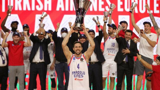 Anadolu Efes win 2021 Turkish Airlines EuroLeague title