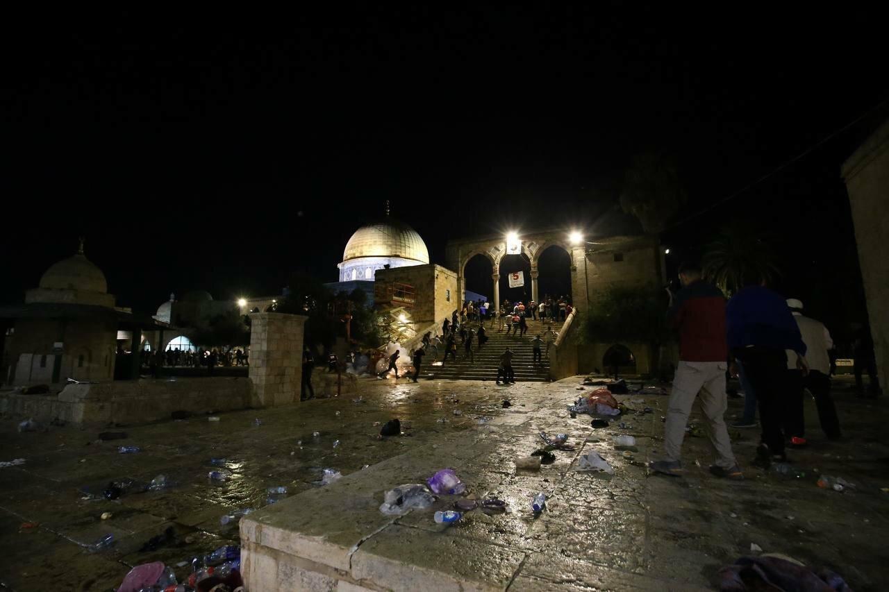 Israeli police break into Al-Aqsa Mosque in Jerusalem