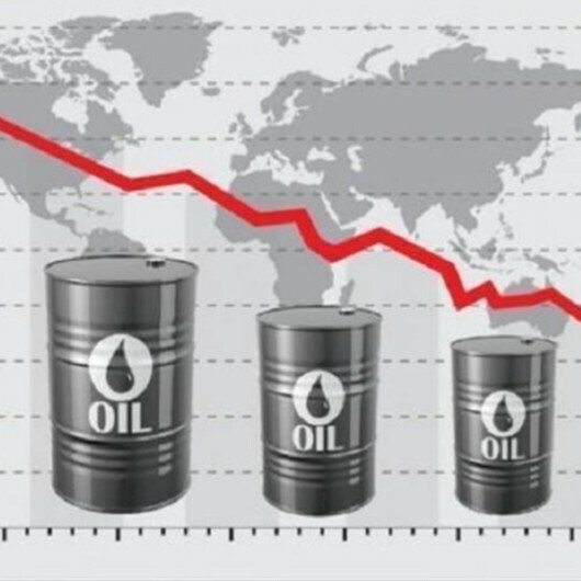 Oil slips over Fed's interest rate projections, rising US fuel stocks