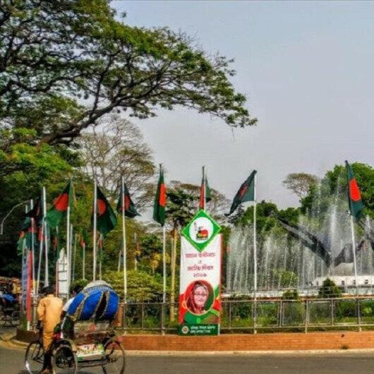 Bangladesh suspends Dhaka public transport amid virus surge
