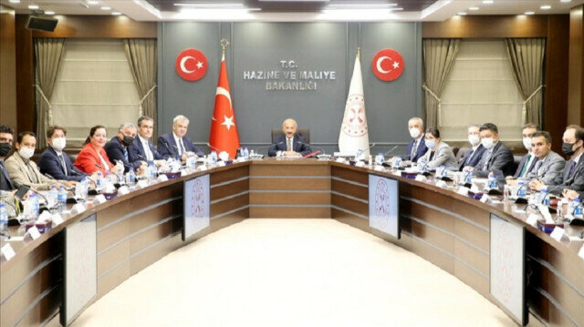 Turkish Finance and Treasury Minister Lutfi Elvan gathered with top managers of German companies