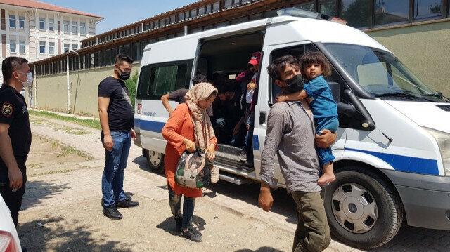 27 irregular migrants held after entering Turkey illegally