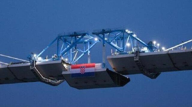 Croatia completes sea bridge connecting coastline