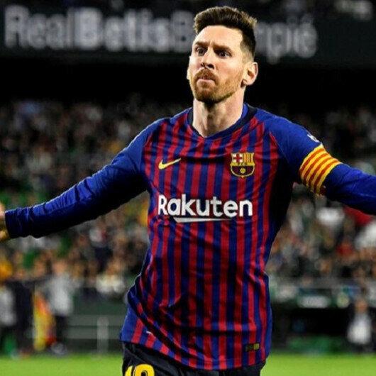 Messi, Maradona, Roberto Carlos, famous lefties in football