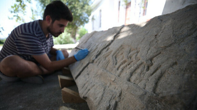 Ancient relief depicting Greek-Persian war unearthed in NW Turkey