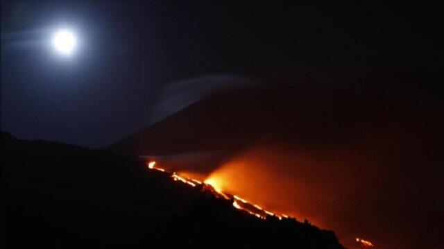 Japan raises alert level after volcano erupts