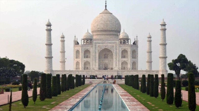 India's pandemic-hit tourism sector hopes for 'quick revival'