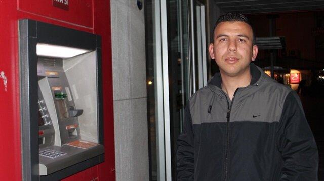 ATM'de bulduğu parayı sahibine teslim etti