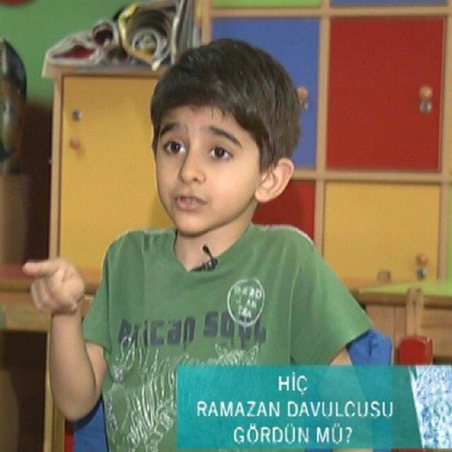 Ramazan davulcusu gören çocuklar