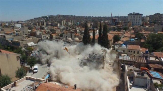3 katlı binanın yıkımı korkuttu