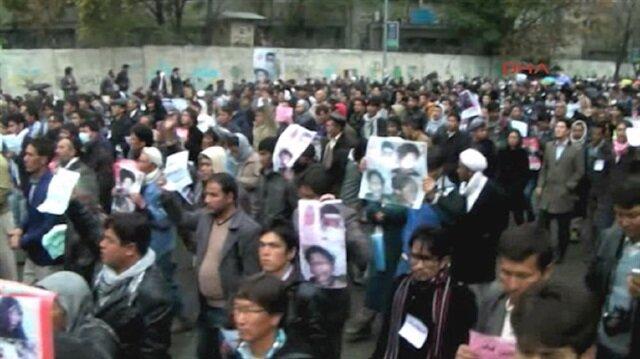 Kabilde binlerce kişi IŞİD ve Talibanı protesto ediyor