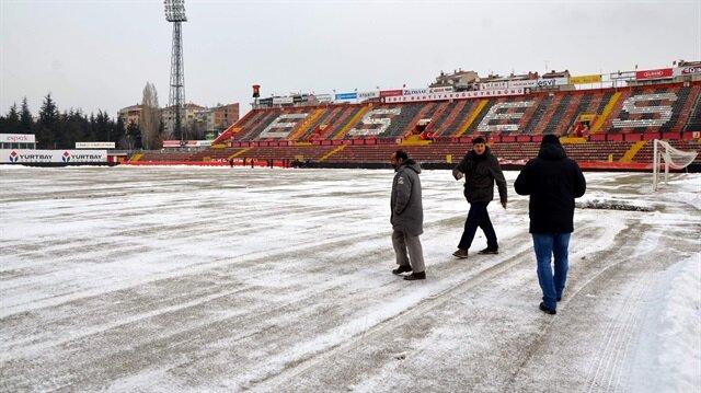 Atatürk Stadı'nda kar seferberliği