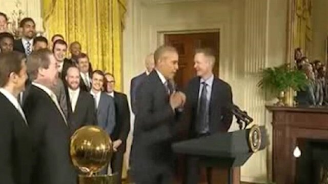 Obama'dan kahkahaya boğan Curry taklidi