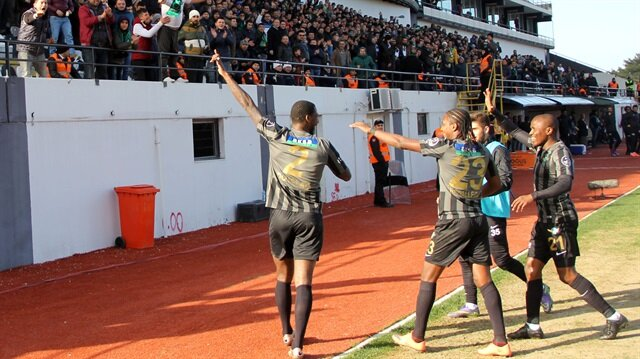 Akhisar Trabzon'u yine yendi