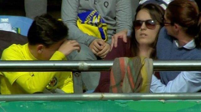 Messi'nin şutu kadın taraftarın bileğini kırdı