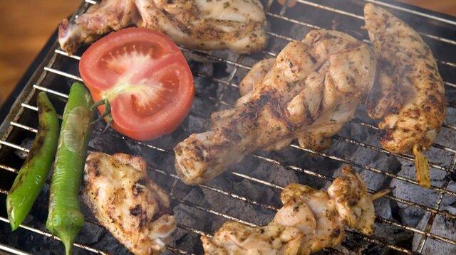 Diyetisyen Pınar Kural Enç  özellikle mangalda et yaparken etin ateşe çok yakın olmaması gerektiğini söyledi.